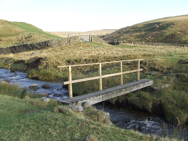 Footbridge_over_Long_Preston_Beck_-_geograph.org.uk_-_633160